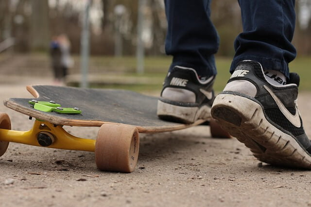 what is freestyle longboarding